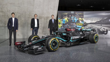 Toto Wolff, Sir Jim Ratcliffe and Ola Källenius with the Mercedes-AMG F1 W11 EQ Performance